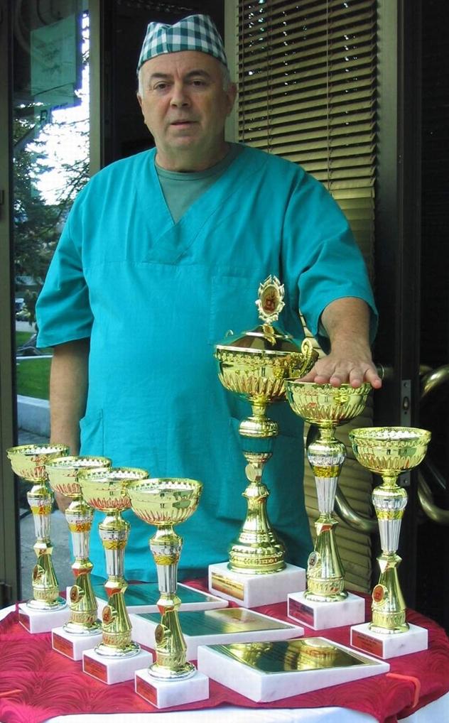Slavan Batočanin sa svojim peharima 2010. godine - © Budimir Novović