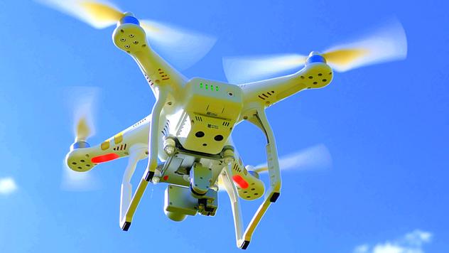 Dron u vazduhu