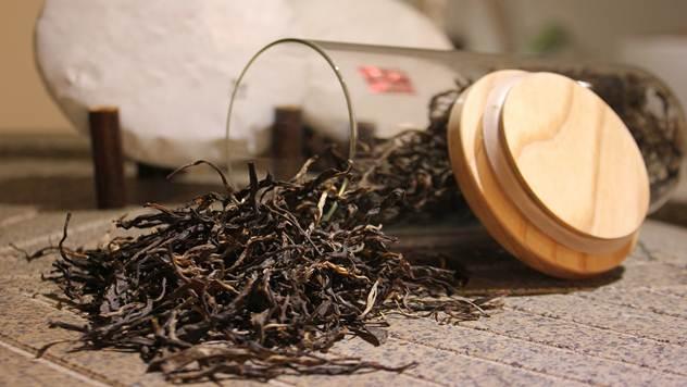 Terapija ruzmarinhom i crnim čajem je takođe jako delotvorna u borbi protiv glavobolje - © Pixabay