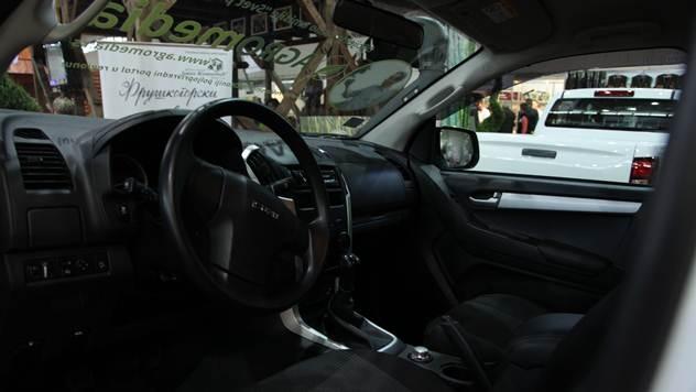 ISUZU D-MAX Crew cab enterijer - © Agromedia