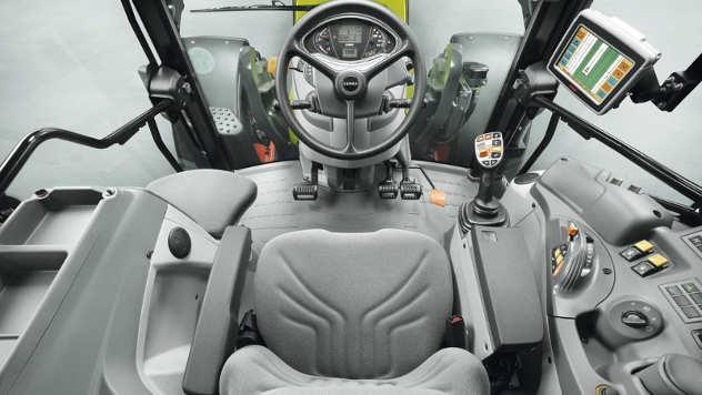 Kabina traktora - iz arhive fotografija kompanije