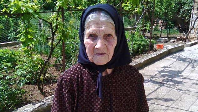 Stogodišnja baka Stevana Vidanović iz Velikog Sela - © Foto: Gordana Simonović Veljković