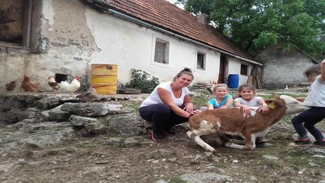 Milena sa svojom porodicom - © Miroslav Mašić