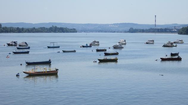 Ribarske lađe na Dunavu - © Budimir Novović