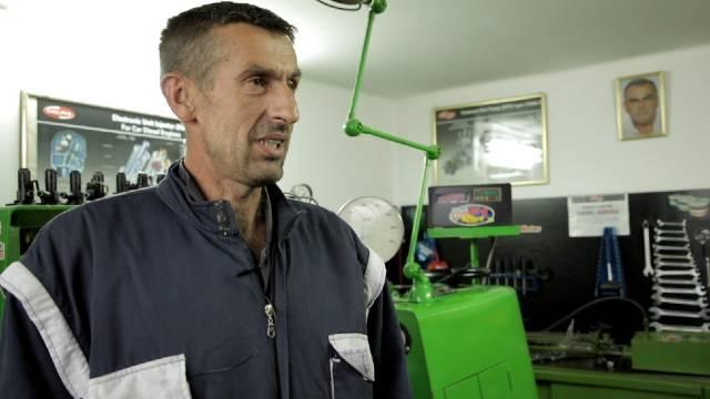 Majstor i poljoprivrednik - iz radionice u njivu - © Agromedia