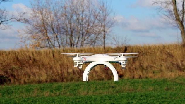 dron na polju