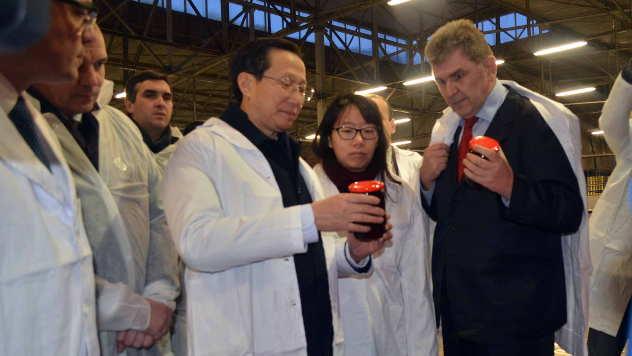 Kineski ministar u poseti fabrici zimnice u Jarmenovcima - © Foto: Biljana Nenković