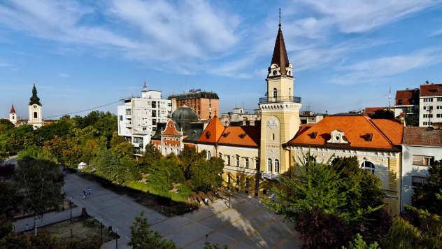 Gradski trg ispred Opštine u Kikindi - © Foto: FB stranica Grad Kikinda