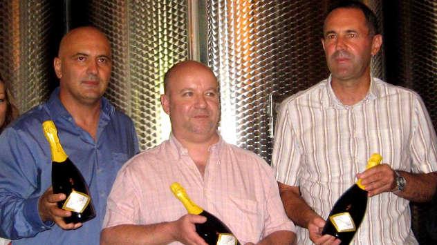 Tim koji je napravio prvi srpski penušavac: Vlada Nikolić, Pjer Bjomeras, Boža Aleksandrović © Foto: Biljana Nenković