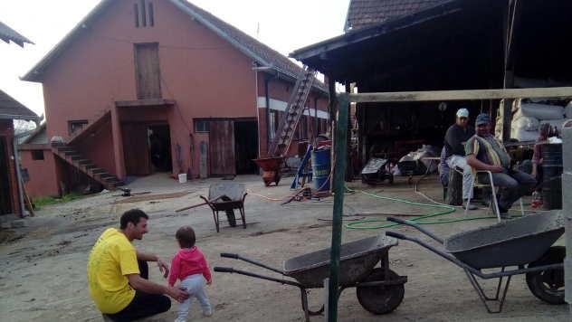 Štala i prateći objekti na farmi Rankovića  - © Foto: Julijana Minović
