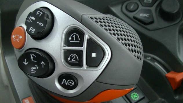 Džojstik za kontrolu Claas traktora - © Foto: Agromedia