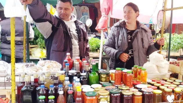 Dragan i Katarina Vujanović za tezgom - © Foto: Julijana Kuzmić