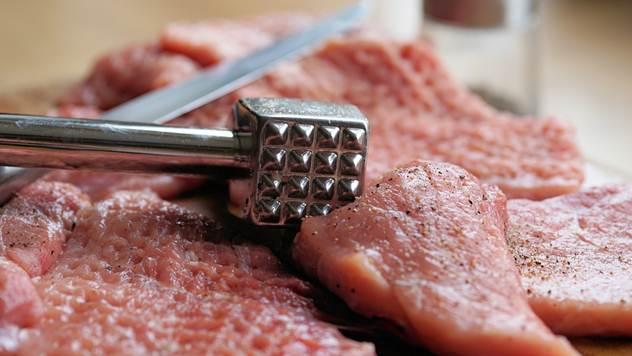 Poskupelo meso pred Đurđevdan - © Pixabay