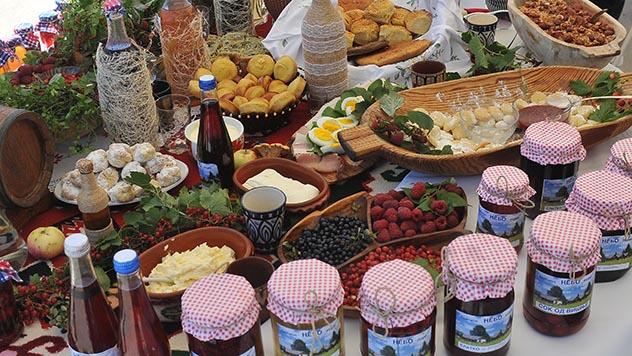 Sajam seoskog turizma trpeza sa proizvodima - © Milanko Danilović/Agromedia