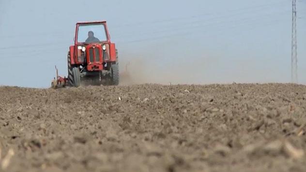 Redukovanom obradom zemljišta povećava se sadržaj humusa - © Agromedia