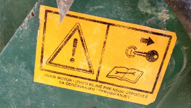 Upozorenje na mašini - © Agromedia