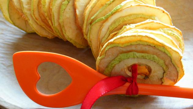 Prirodno sušenje jabuka © Pixabay