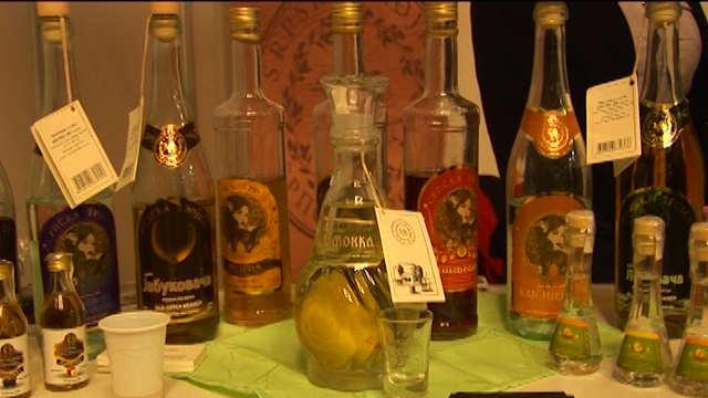 Vesti - Poljoprivredni inspektori uništili 600 litara alkoholnih pića