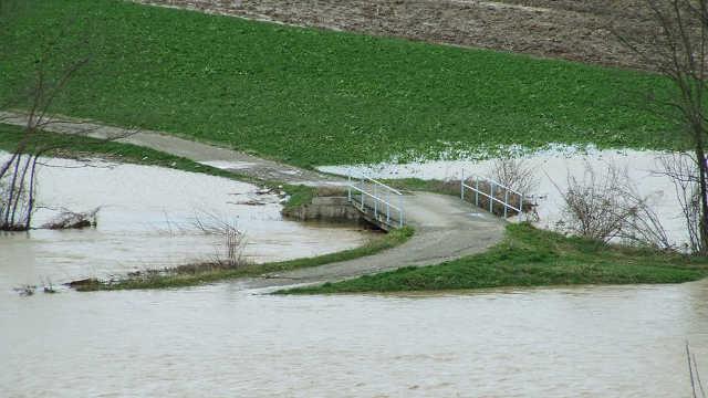 Vesti - Proglašena vanredna situacija zbog poplava u celoj Srbiji
