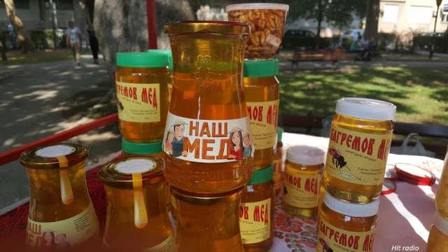 Pazite kada kupujete pčelinje proizvode! Kukuruzni skrob se prodaje umesto meda, upozoravaju požarevački pčelari!