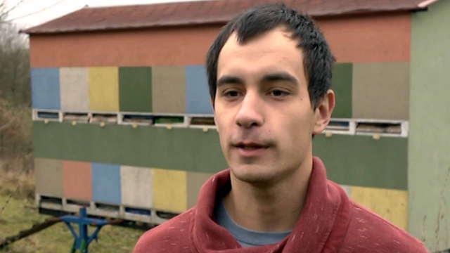 Najmlađi pčelar Rače Kragujevačke - sa diplomom među košnice