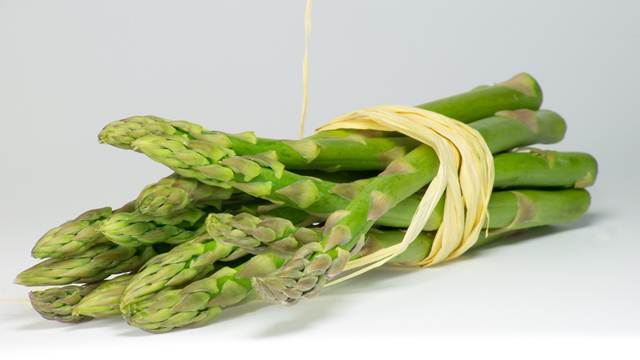 Špargla – prirodni lek protiv kostobolje i dijabetesa