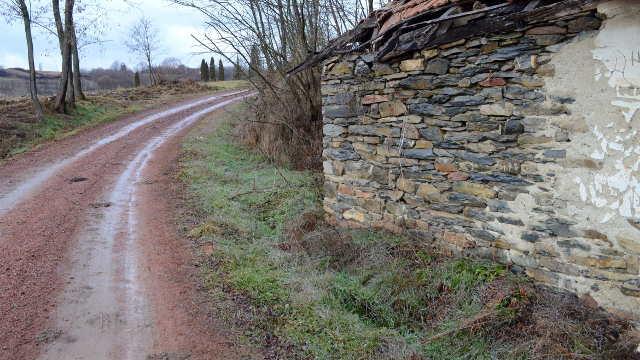 Voze traktore po putevima od poludragog kamena