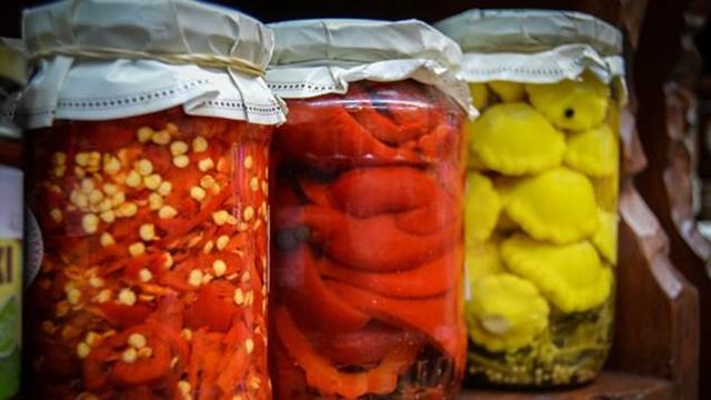 Ovo morate probati: Kisele paprike po receptu naših baka