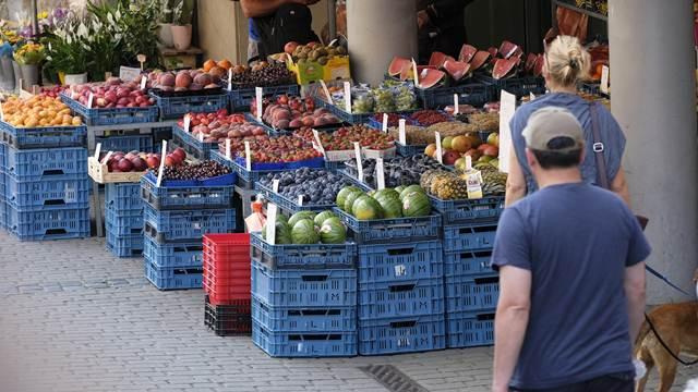 Nema sredine: Kupujemo ili najskuplje ili najjeftinije namirnice