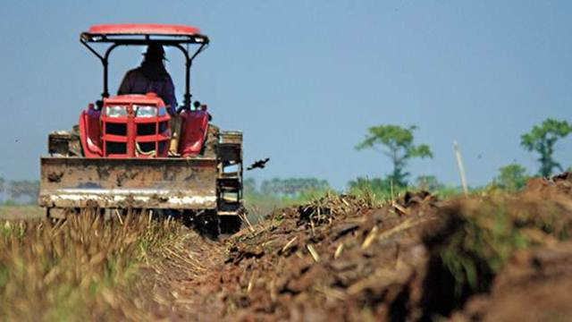 Saveti: Kako pripremiti traktor za prolećnu setvu