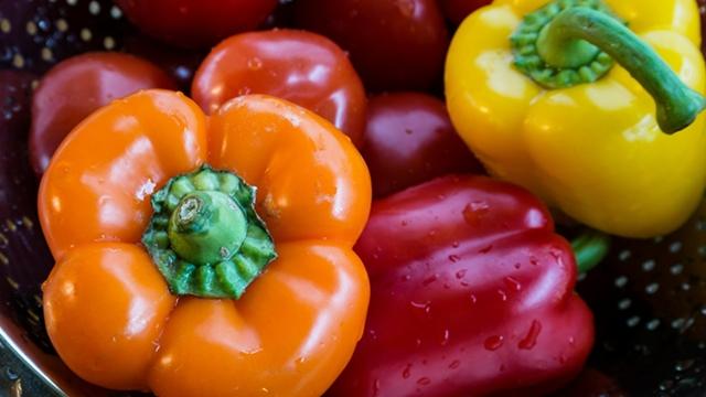 Kako se pranjem voća i povrća mogu ukloniti tragovi pesticida i voska