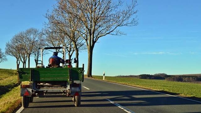 Poljoprivredne mašine predstavljaju visok faktor rizika u saobraćaju