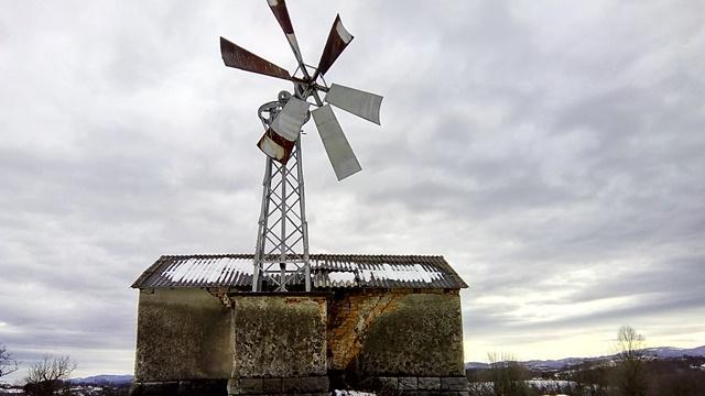 """Prvi ukrotitelj vetra iz valjevskog kraja: """"Kada bor zašušti tada pokrećemo vetrenjaču"""""""