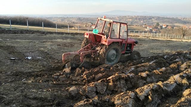 Srbija ima preko milion ipo hektara teškog zemljišta - Koja su rešenja za to?