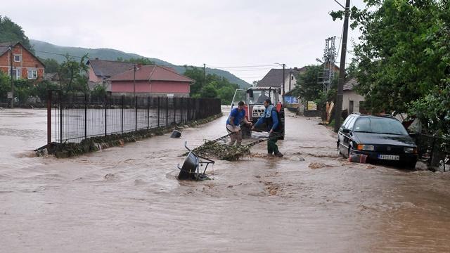 Vanredna situacija u Kraljevu: Poplavljene kuće, štale i mostovi