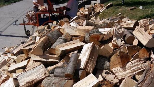 Grejna sezona sve skuplja: Penzioneri kupuju drva na odloženo