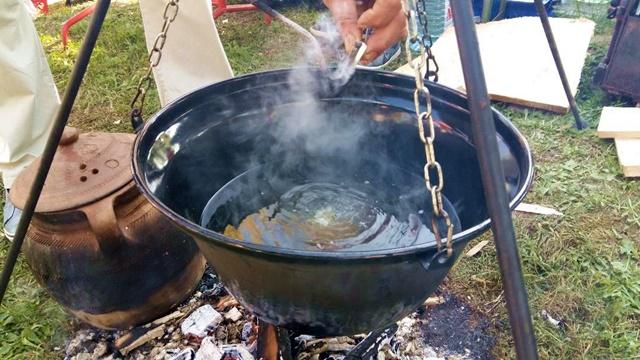 Šumadijski čaj opet u modi: GREJANA RAKIJA znak pravog gostoprimstva