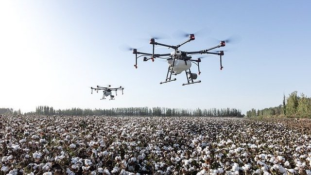 Regulativa popušta širom sveta - upotreba dronova na njivi postaje realnost