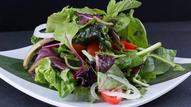 Isečete listove, a oni opet rastu: Posadite ove biljke i imaćete uvek svežu salatu