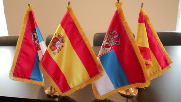 Zastave Španije i Srbije © Agromedia
