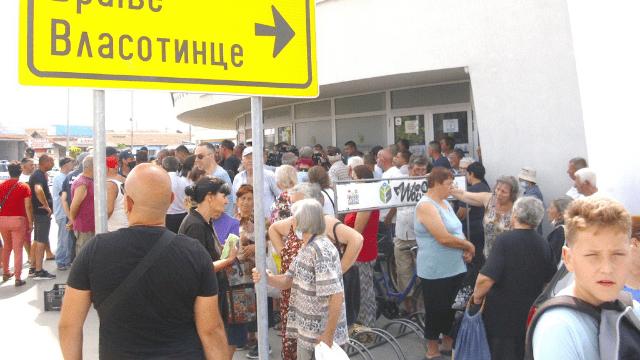 Protestno okupljanje povrtara u Leskovcu