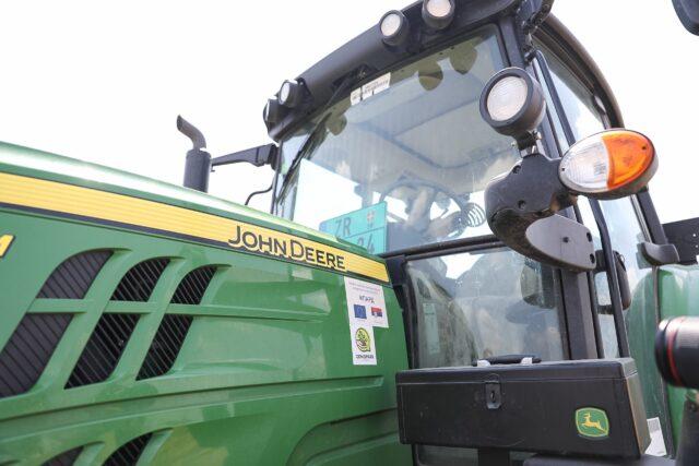 džon-dir-traktor